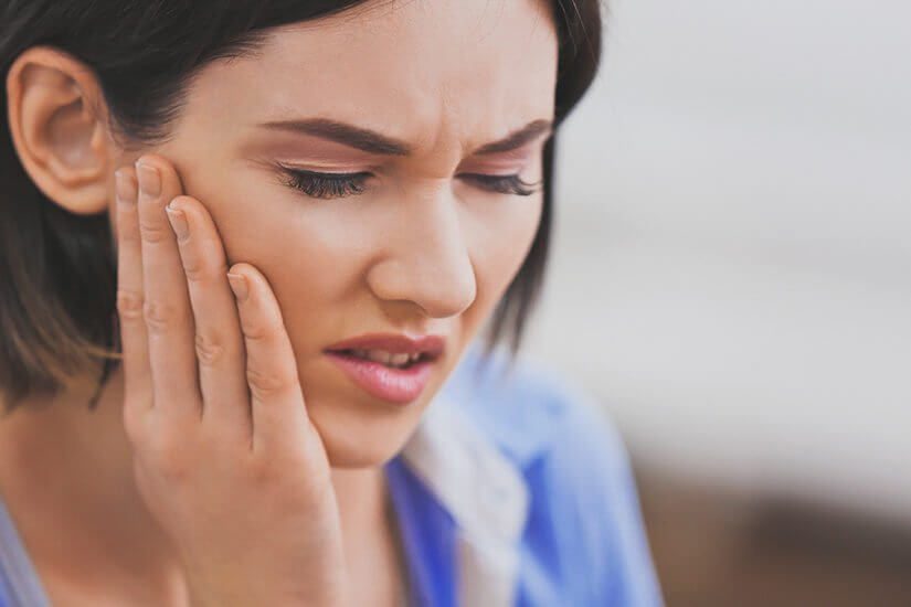 Coronavirus (COVID-19) : How can you manage toothache in Isolation?